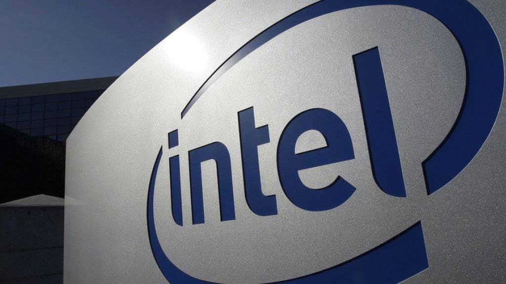 Logo von Intel am Hauptsitz in Santa Clara, Kalifornien.