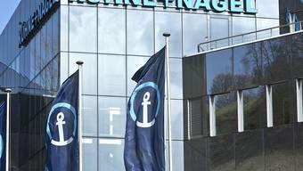 Nach einem guten Geschäftsjahr 2018 beteiligt der Logistikdienstleister Kühne+Nagel die Aktionäre mit einer höheren Dividende von 6 Franken je Aktie am Gewinn.
