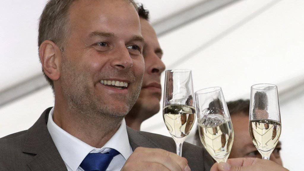 AfD-Spitzenkandidat Leif-Erik Holm feiert das Wahlergebnis seiner Partei im deutschen Bundesland Mecklenburg-Vorpommern: Die rechtspopulistische Partei schaffte es auf Anhieb auf fast 21 Prozent Wähleranteil und wurde damit nach der SPD zur zweitstärksten Kraft.