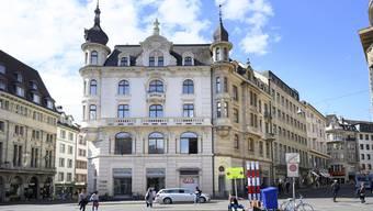 Elektro-Händler geht, Luxushotel kommt. Im zweiten Halbjahr 2021 eröffnet am Marktplatz ein Viersternehotel.