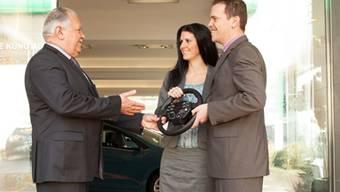 Max Küng (links) übergibt das Familienunternehmen an Tochter Nicole und Sohn Roger. (ZVG)