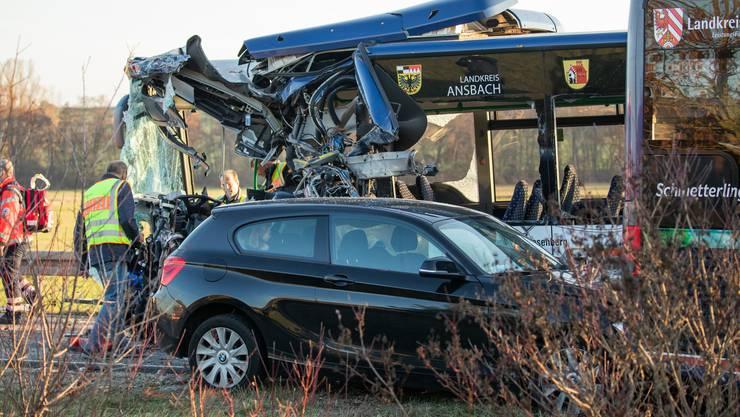 Beim Zusammenstoss von zwei Linienbussen sind mehrere Kinder verletzt worden.