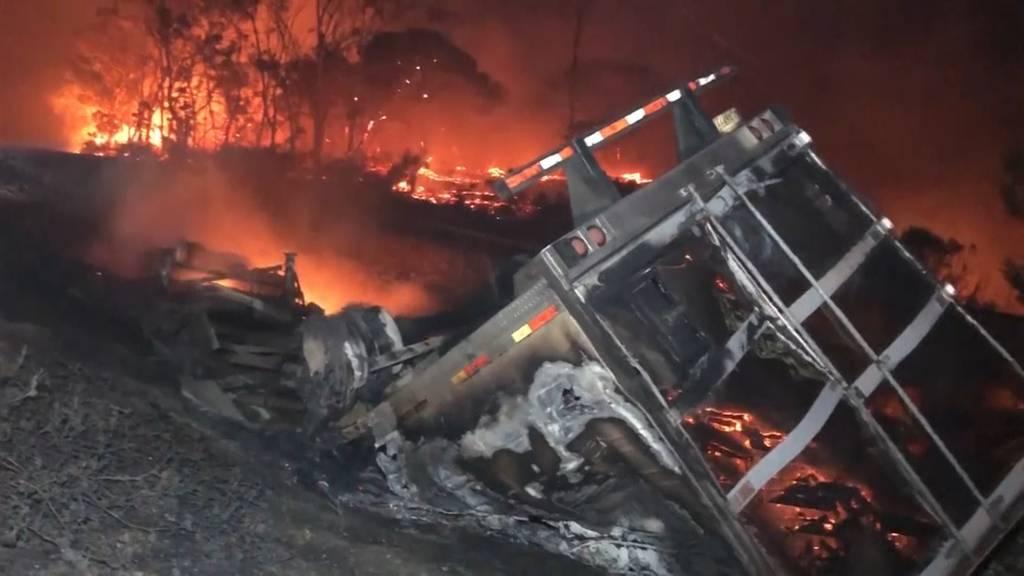 Zerstörte Häuser und Tausende ohne Strom: Waldbrand wütet in Kalifornien