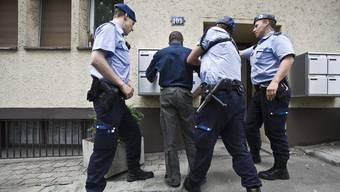 Personenkontrolle der Stadtpolizei Zürich.