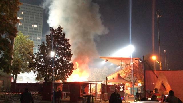 Brand auf der Winterthurer Schützenwiese - der Wurststand geht in Flammen auf.
