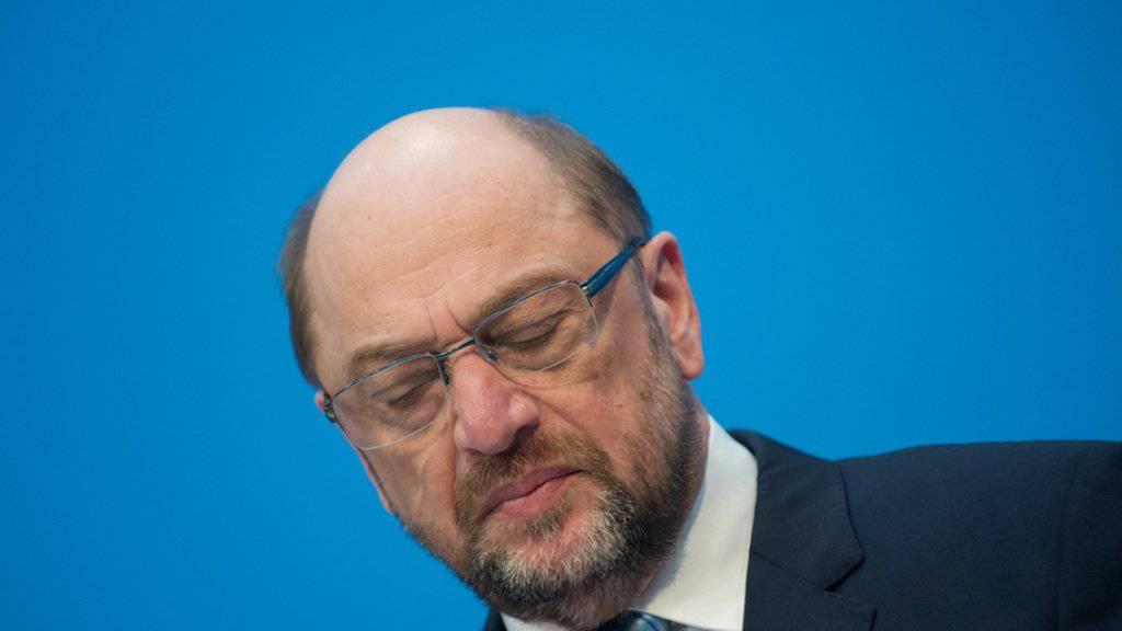 SPD-Chef Martin Schulz verzichtet auf das Amt des Aussenministers in einer neuen grossen Koalition. Schulz erklärte am Freitag in Berlin, er sehe durch die Diskussion um seine Person den Erfolg des SPD-Mitgliedervotums über den Koalitionsvertrag gefährdet. (Archivbild)