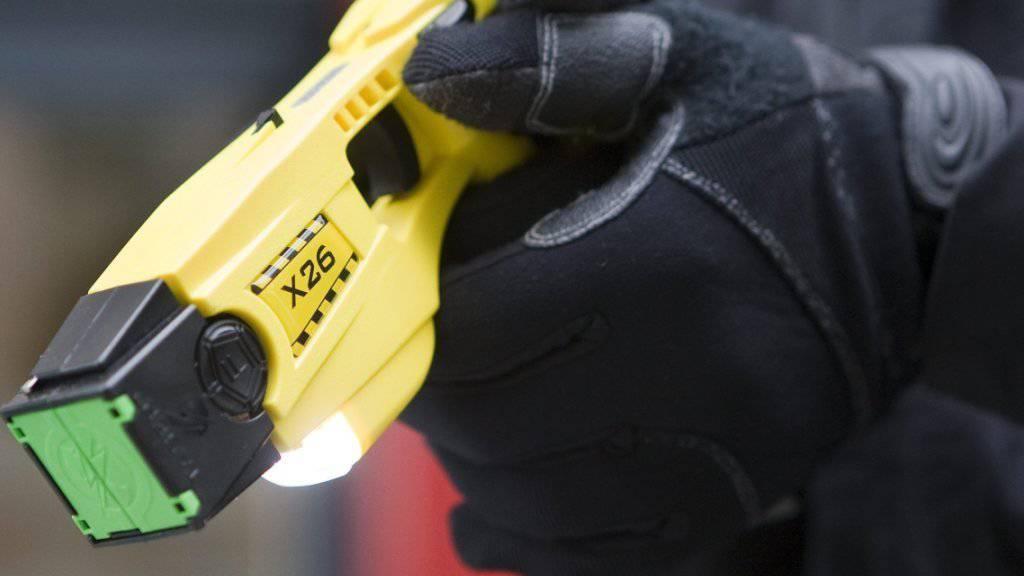 Weniger im Einsatz: 29 Mal zückten Schweizer Polizisten im vergangenen Jahr den Taser, im Vorjahr waren es noch 36 Mal.