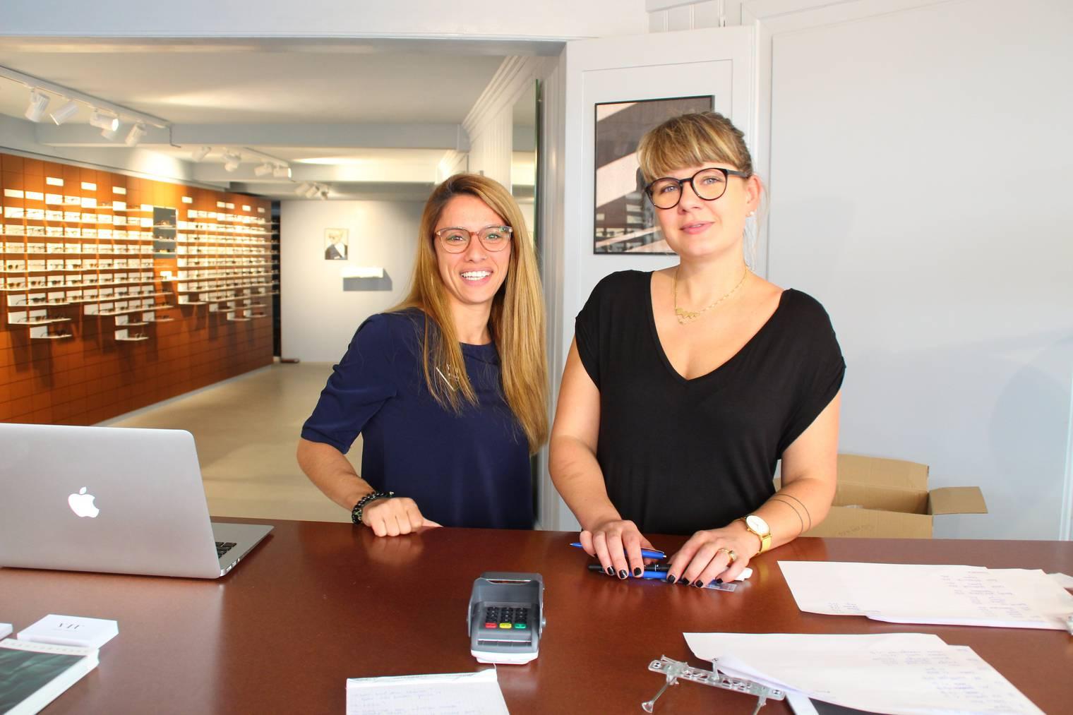 Christina Oswald (rechts) und eine Mitarbeiterin im «VIU»-Store in St.Gallen.