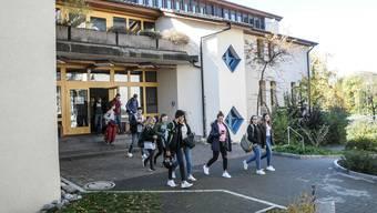 Müssen bald nach Seengen in die Schule: Bez-Schüler von Fahrwangen.