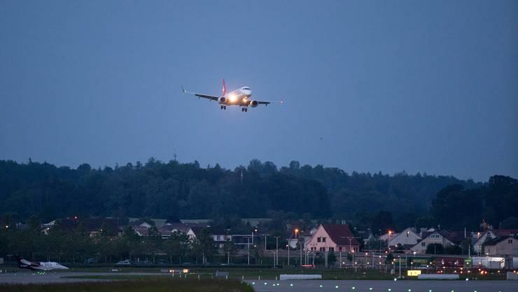 Am Flughafen Zürich-Kloten gilt ein nächtliches Flugverbot zwischen 23.30 und 6.00 Uhr.
