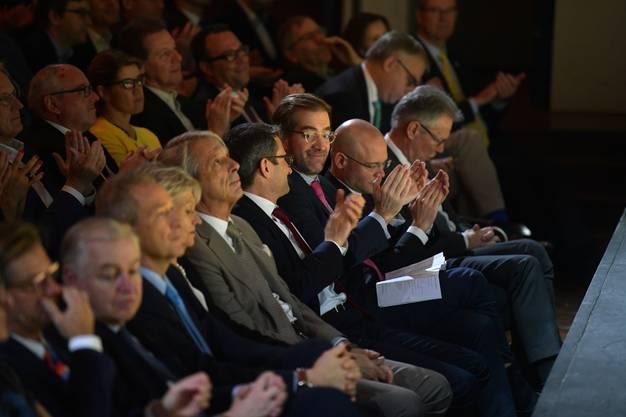 Das Publikum hörte interessiert zu.