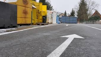 Einbahnverkehr im Zelgli: Das neue Verkehrsregime und zusätzliche Parkplätze sorgen für mehr Zufriedenheit bei der Nutzerschaft – zur Freude der Werkhofmitarbeiter. mke