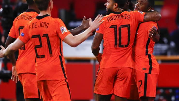Die Niederländer bringt der überraschende Abgang von Trainer Ronald Koeman zum FC Barcelona nicht aus dem Tritt