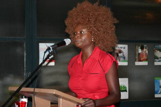 Yvonne Apiyo Brändle-Amolo bei ihrer Rede in Oberengstringen.
