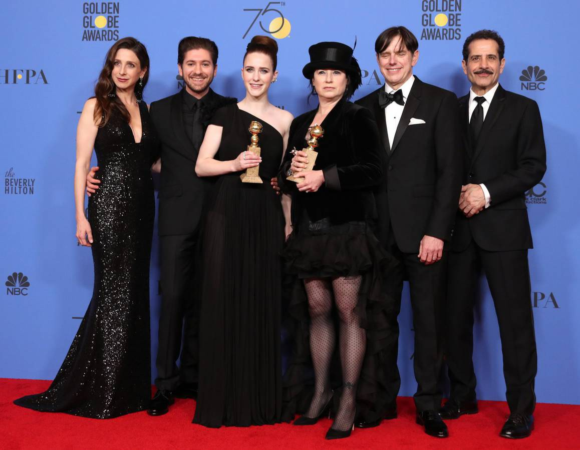 Beste TV-Serie - Musical or Comedy: «The Marvelous Mrs. Maisel», sowie Beste Schauspielerin in einer TV-Serie – Musical oder Komödie: Rachel Brosnahan (links) (© Keystone)
