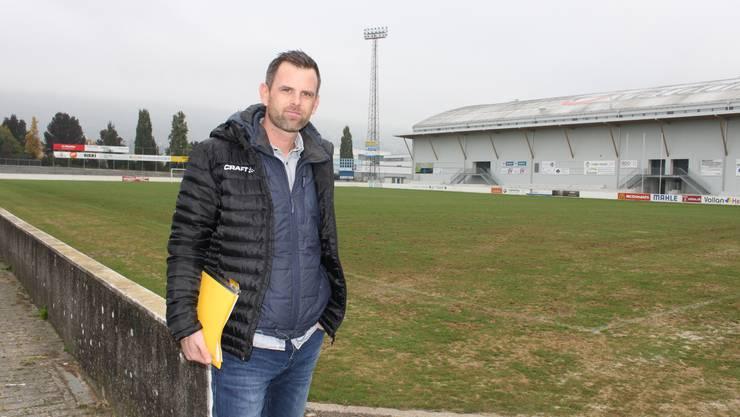 Stadtgrün-Leiter Patrick Nyffenegger im Stadion Brühl