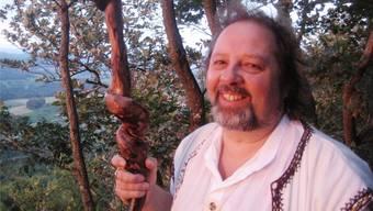 Am Samhain-Fest meditiert der Druide Peter Widmer gerne auf höher gelegenen Stellen in der Landschaft, weil dort die Energie höher ist.