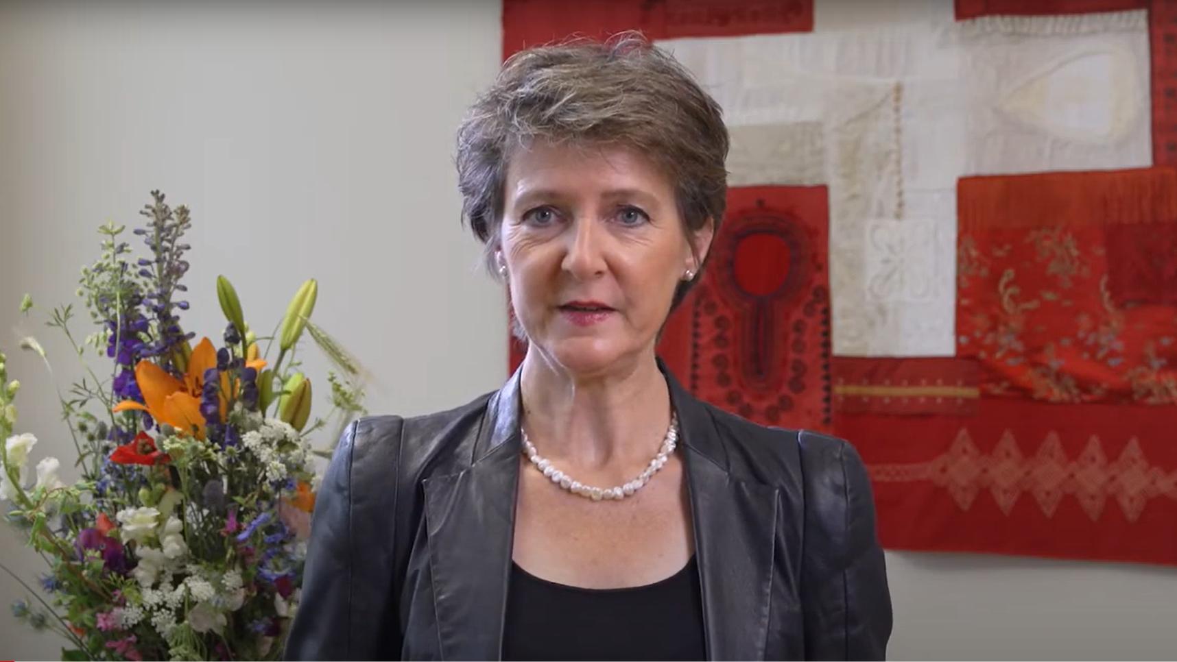 Simonetta Sommaruga gedachte den Opfern des Srebrenica-Massakers.