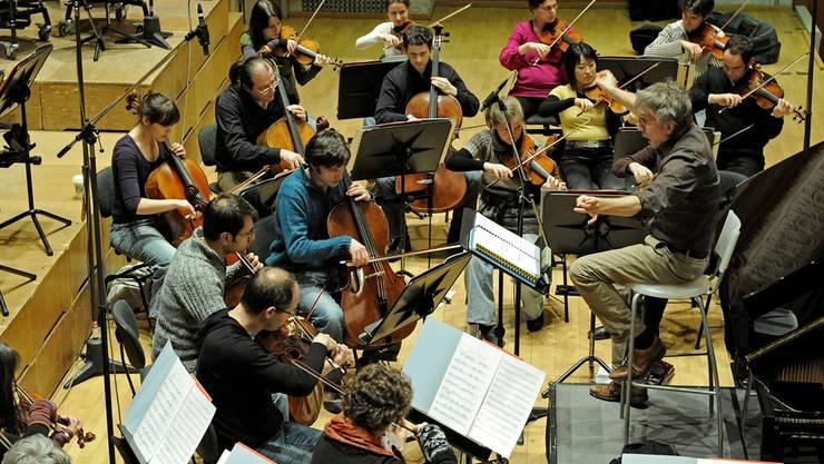 Giovanni Antonini dirigiert das Kammerorchester Basel. Archiv/ken
