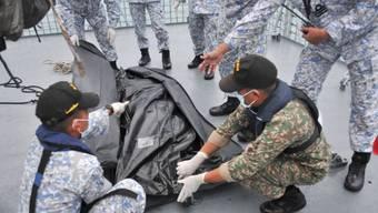 Öltanker Zusammenstoss Kriegsschiff Singapur