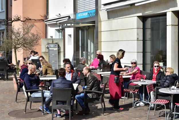 Die «Suteria» in der Altstadt bietet wieder ihr kleines Terrassen-Café auf dem Ildefonsplatz an.