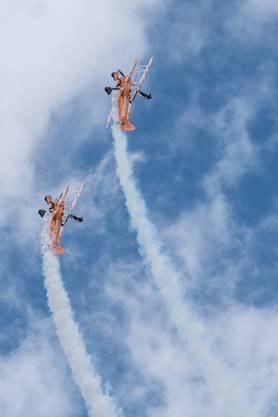 Für die Breitling Wingwalkers gehören Loopings zum Standard.