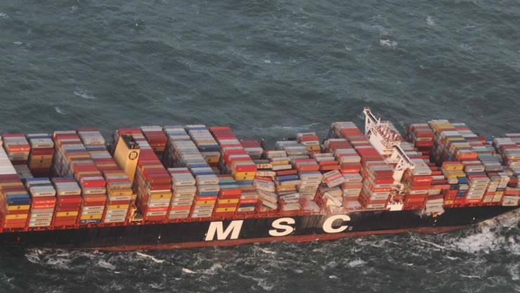 ARCHIV - Die Luftaufnahme aus einem Überwachungsflugzeug des Havariekommandos zeigt das Containerschiff MSC ZOE, das im Sturm mehrere hundert Container verloren hat. Foto: --/Havariekommando/dpa - ACHTUNG: Nur zur redaktionellen Verwendung im Zusammenhang mit der aktuellen Berichterstattung und nur mit vollständiger Nennung des vorstehenden Credits