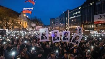 """Zehntausende Slowaken haben am Freitagabend in Bratislava (Bild) und mehreren anderen Städten gegen ihre Regierung und """"für eine anständige Slowakei"""" demonstriert."""