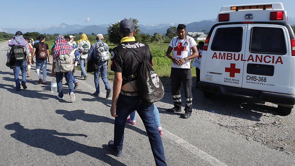 Ein weiterer Tagesmarsch liegt an: Einige der Flüchtlinge aus Honduras in Huixtla auf ihrem Weg Richtung USA.