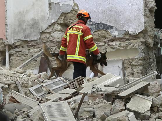 Die Rettungskräfte haben in den Trümmern der eingestürzten Häuser in Marseille drei Tote entdeckt.