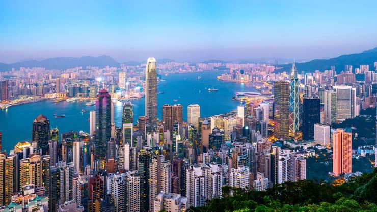 Trotz der Unruhen spiele Hongkong als Finanzplatz eine grosse Rolle für alle Banken, sagt Julius-Bär-Präsident Romeo Lacher.