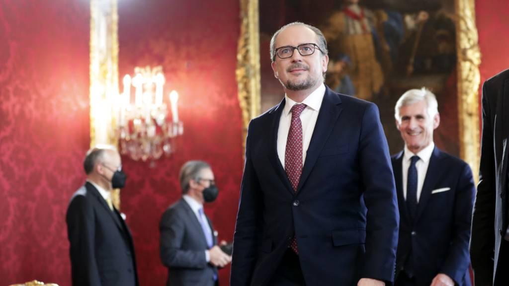 Diplomat Schallenberg als neuer Kanzler vereidigt