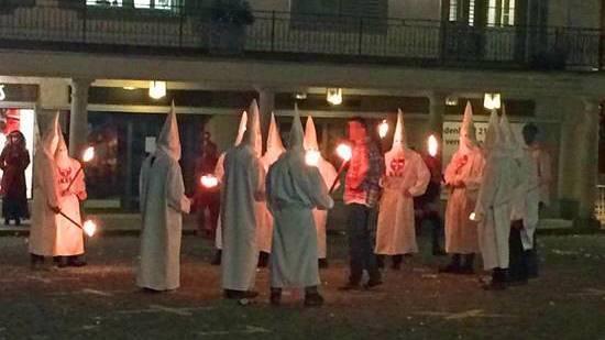 Eine Fasnachts-Gruppe in Ku-Klux-Klan-Kutten in Schwyz sort für Schlagzeilen.