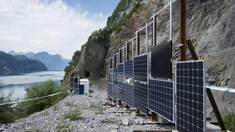 Blick auf die Solartestanlage im alten Steinbruch am Walensee. Die geplante Solaranlage soll elf Fussballfelder gross werden.