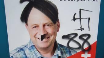 Die Plakate von Markus Lüthy wurden verschmiert
