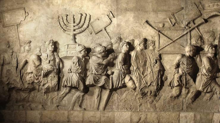 Am Titusbogen in Rom ist der Triumphzug der Römer nach der Zerstörung Jerusalems dargestellt.