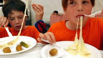 Raclette ist offenbar auch bei den Jüngsten beliebt (Archiv)