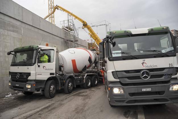 Heute wird im Abschnitt Weiermattstrasse der letzte Beton in die Armierungen eingegossen.