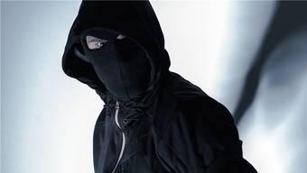 Zwei maskierte Männer bedrohten den 30-Jährigen.