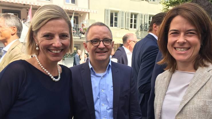 Die FDP-Hoffungsträger Suzanne Marclay und Hanspeter Hilfiker mit Petra Gössi.