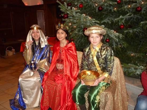 Die drei Königinnen bringen Gold Weihrauch und Myrrhe
