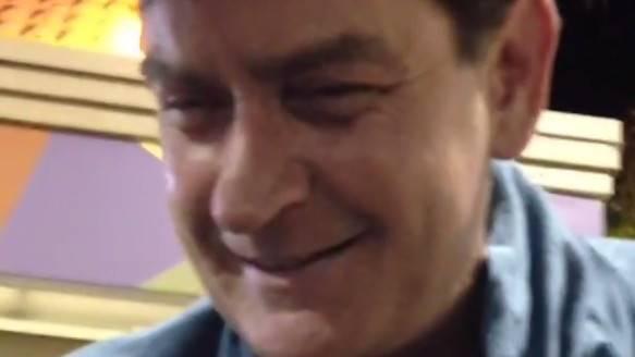 Schluckspecht Charlie Sheen meldet sich zurück.