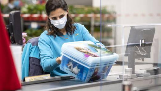 Maskenpflicht im öffentlichen Verkehr, das reicht vielen nicht. Kommt bald die Maskenpflicht in den Läden?