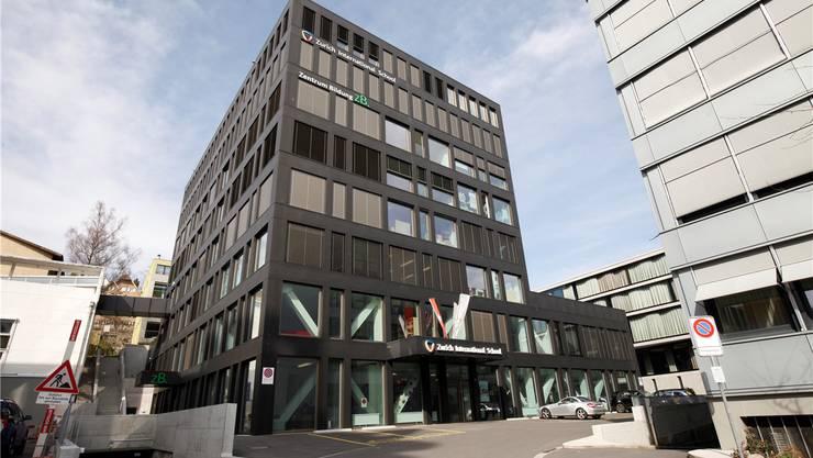 Das Schulhaus am Lindenplatz steht zur Nachvermietung fast gänzlich frei.
