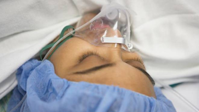 Nach einem schweren Unfall können Patienten zur Erholung ins künstliche Koma versetzt werden (Symbolbild).