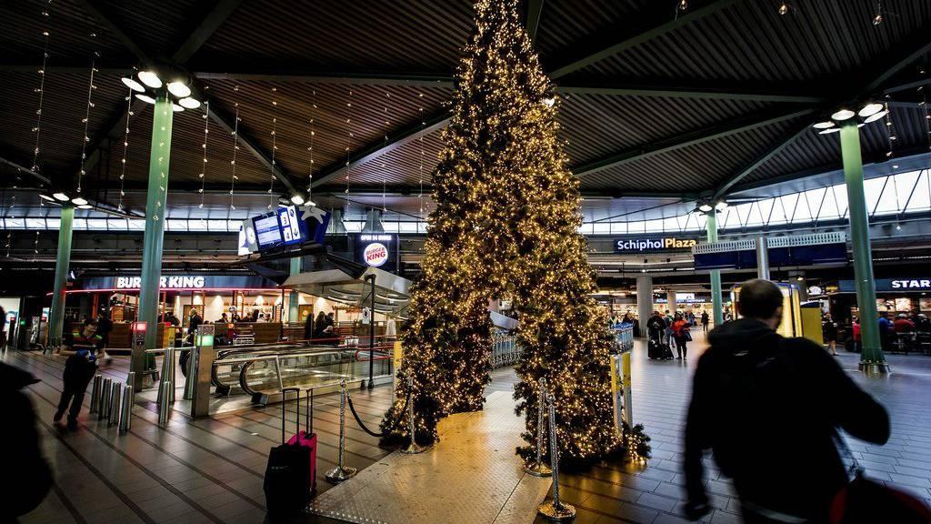 Am Amsterdamer Flughafen Schiphol befand sich am Freitag ein bewaffneter Mann. (Archiv)