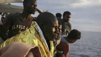 Bis zum vergangenen Wochenende sind 2018 bereits wieder 3580 Migranten in Italien angekommen. (Symbolbild)