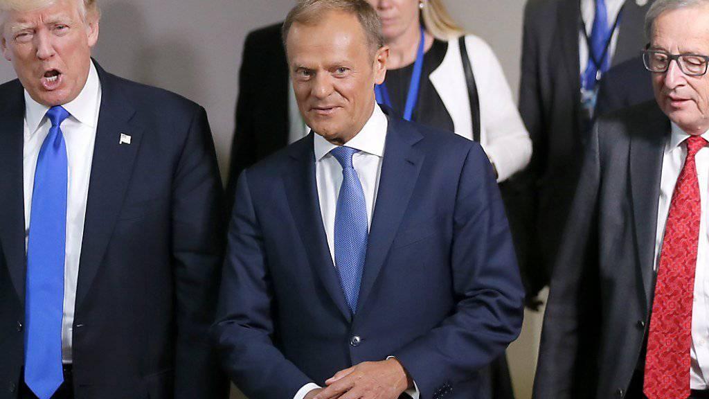 Wenig Einigkeit: US-Präsident Donald Trump (links) hat sich am Donnerstag in Brüssel zum ersten Mal mit EU-Ratspräsident Donald Tusk (Mitte) und EU-Kommissionspräsident Jean-Claude Juncker getroffen.