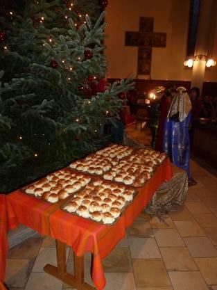 200 Stück Königskuchen warteten auf Besucher und Chorkinder