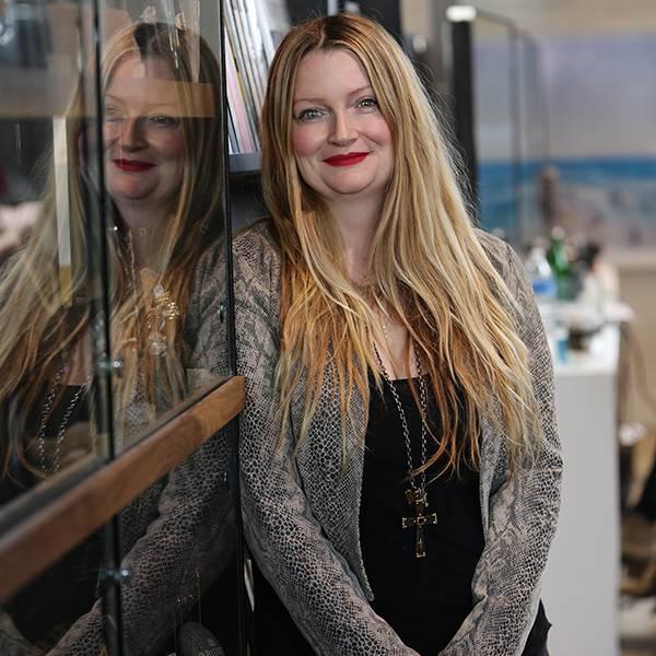 In einem Interview verriet Sharon einst, dass ihr Mann sie mit sechs Frauen betrogen habe, darunter die eigene Köchin und seine Stylistin, Michelle Pug (Bild).